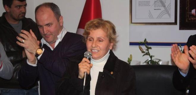Boler AKP rozeti taktı
