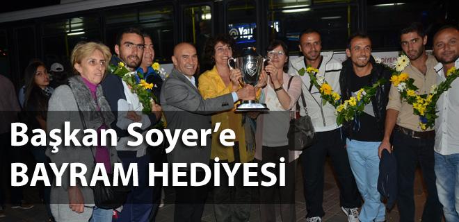 Başkan Soyer'e bayram hediyesi