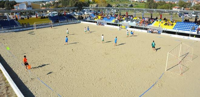 Türkiye'nin en modern plaj futbolu sahası Seferihisar'da