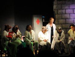 Bademler Köy Tiyatrosuna Yoğun İlgi
