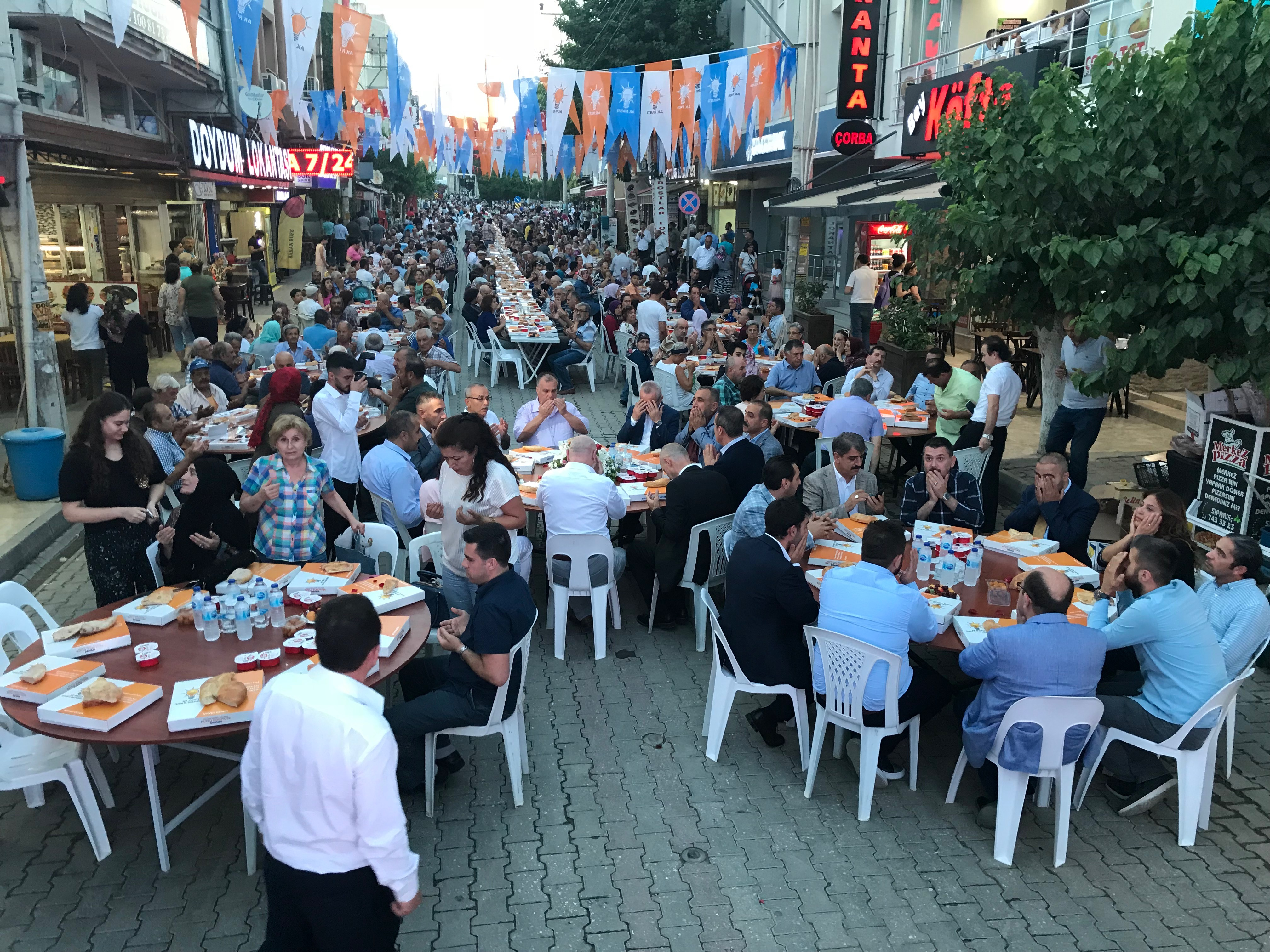 Seferihisar AK Parti iftar yemeği