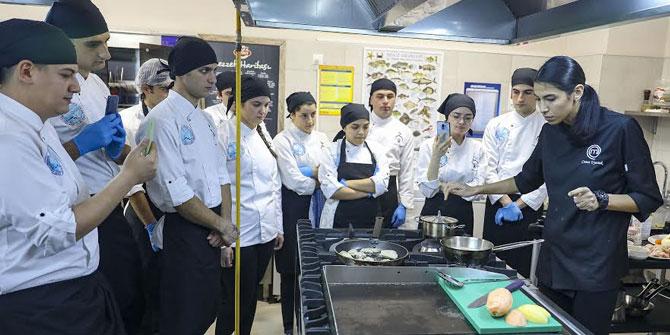 Masterchef Cemre, Seferihisar'da öğrencilerle buluştu
