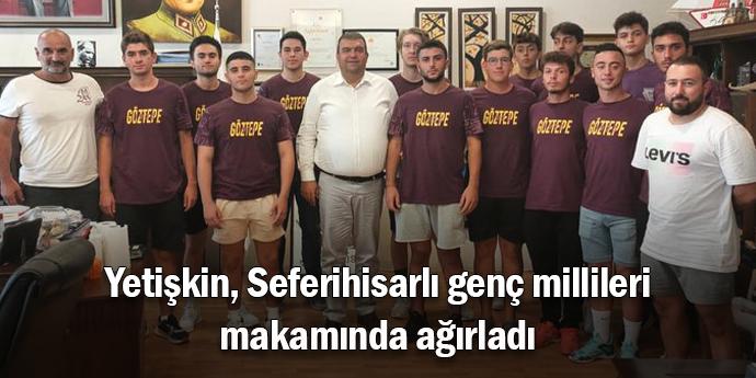 Seferihisar'ın gururu hentbolcular, Yetişkin'i ziyaret etti